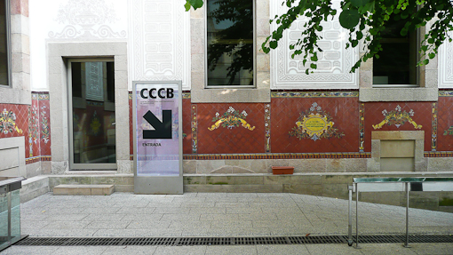 when we got to cccb it is kind of late so there was hardly any one but it is also because the entrance is underground the center courtyard is kept free