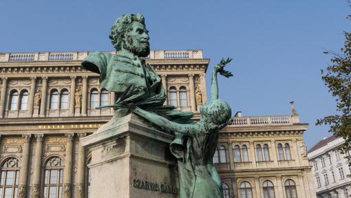 statues-11
